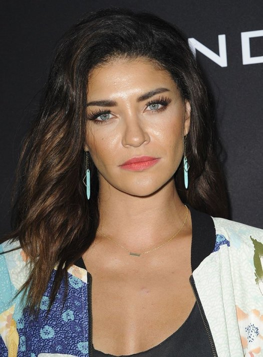 Jessica Szohr wore her tresses in natural waves