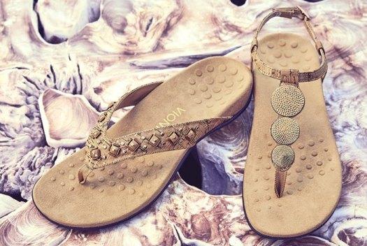 Vionic 'Lizbeth' T-Strap Orthotic Sandals