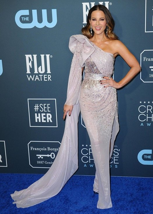 Kate Beckinsale channels old Hollywood glamour at the 25th Annual Critics Choice Awards on January 12, 2020