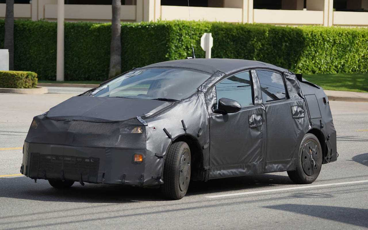 2017 Toyota Prius Spy Photos Emerge Highlighting Redesigned Interior