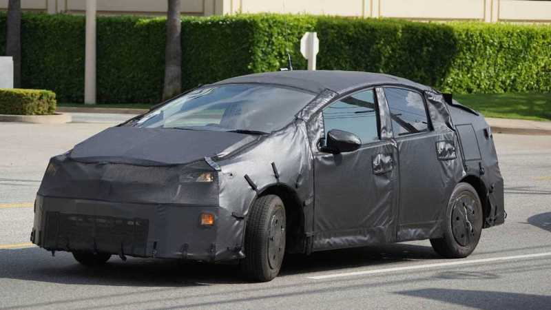 2017-Toyota-Prius-Spy-Shots