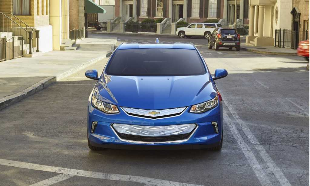 Chevrolet Volt 2016 Edition Offers 420 Miles Non-Stop with Hybrid Fuel