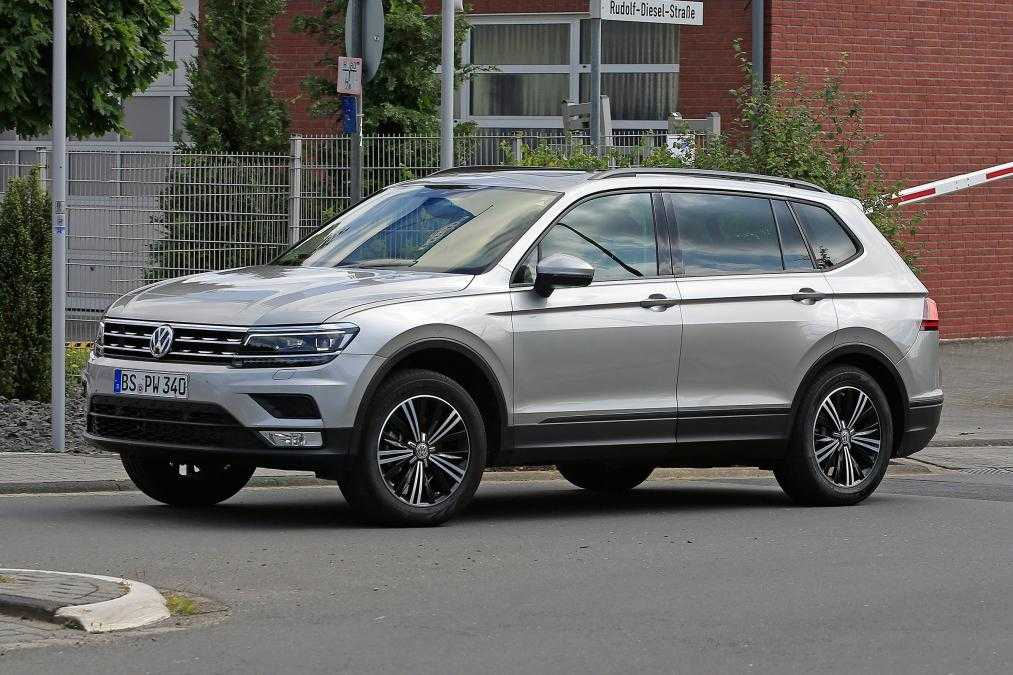 2017 Volkswagen Tiguan XL Spotted On Road Without Camouflage