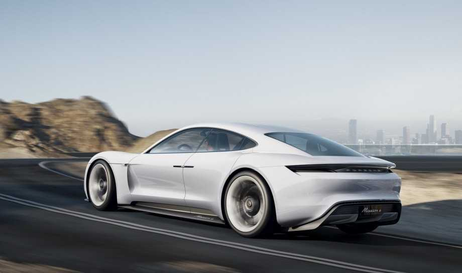Is Porsche Reincarnating 928 or Bringing out Panamera-based Sedan?
