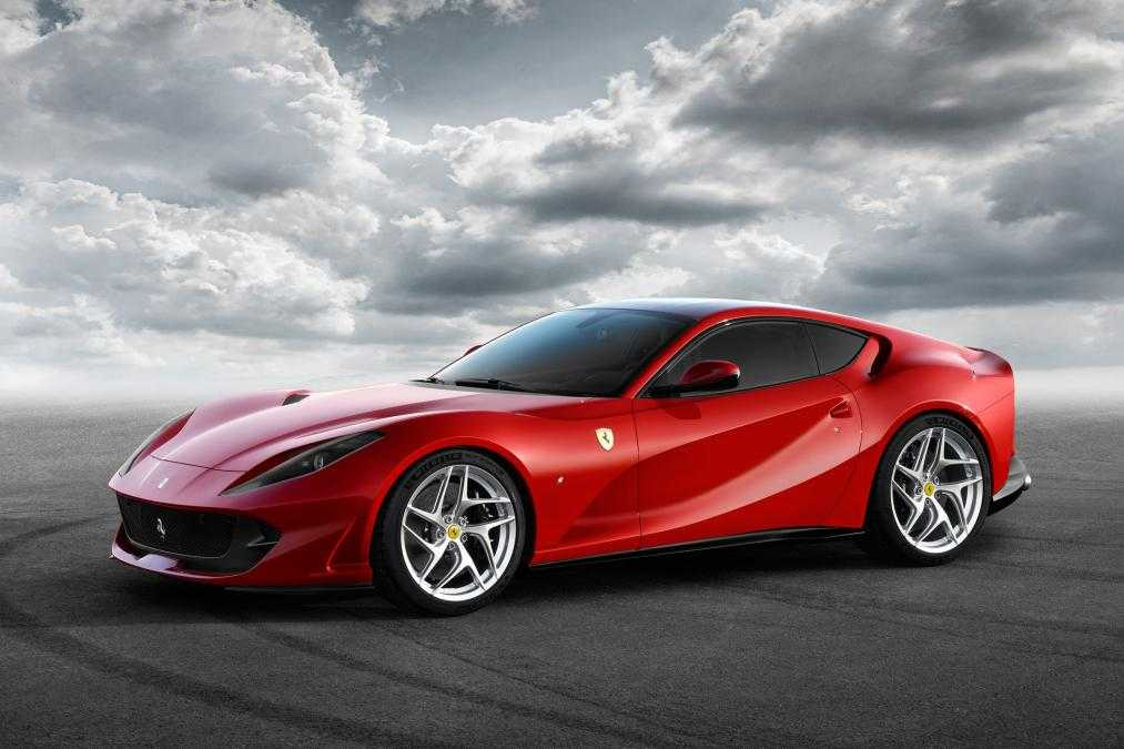 Ferrari 812 Superfast Car Powered by V12 Engine Revealed at Geneva Show