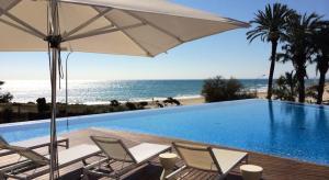 Luxury beach bar