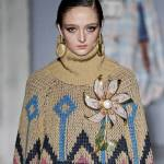 maglione invernale decorato e oversize
