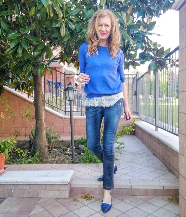 blue jeans e top in pizzo