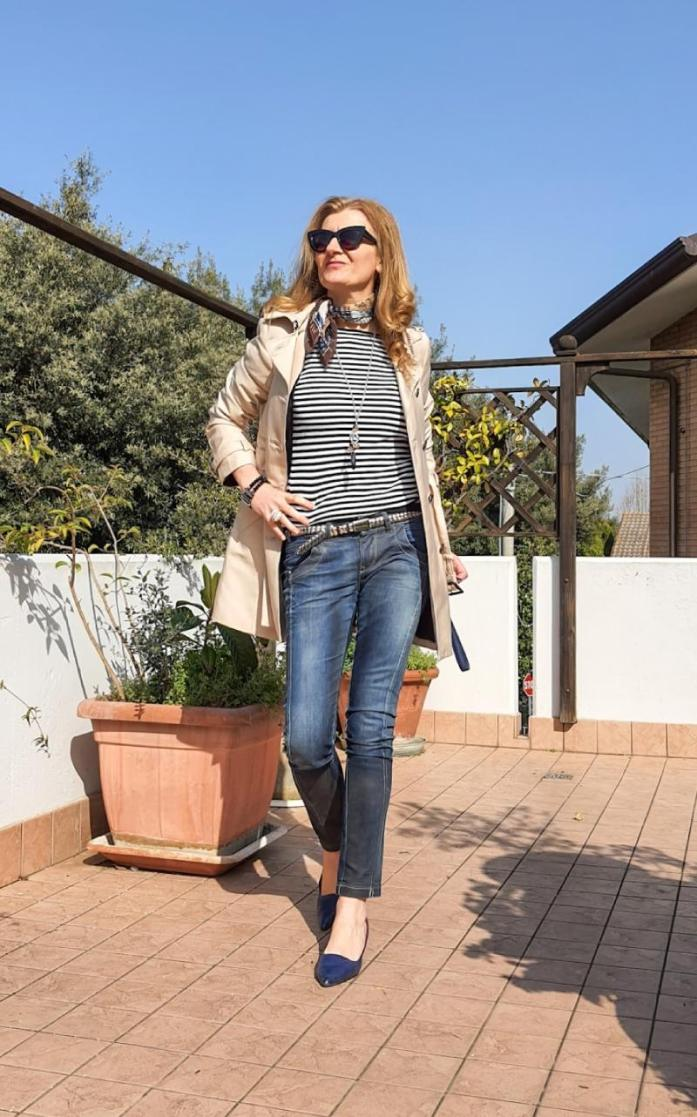 trench e jeans