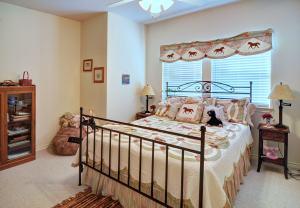 4411GlenwoodBedroom5-min