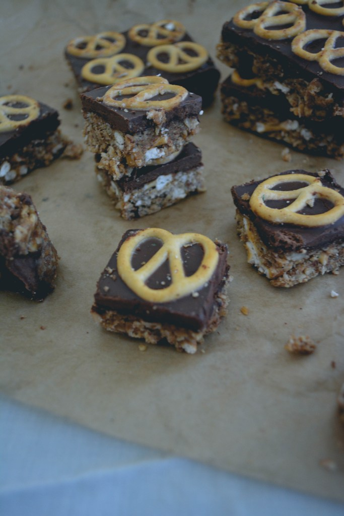 peanut-butter-chocolate-pretzel-bars-having-fun-with-food