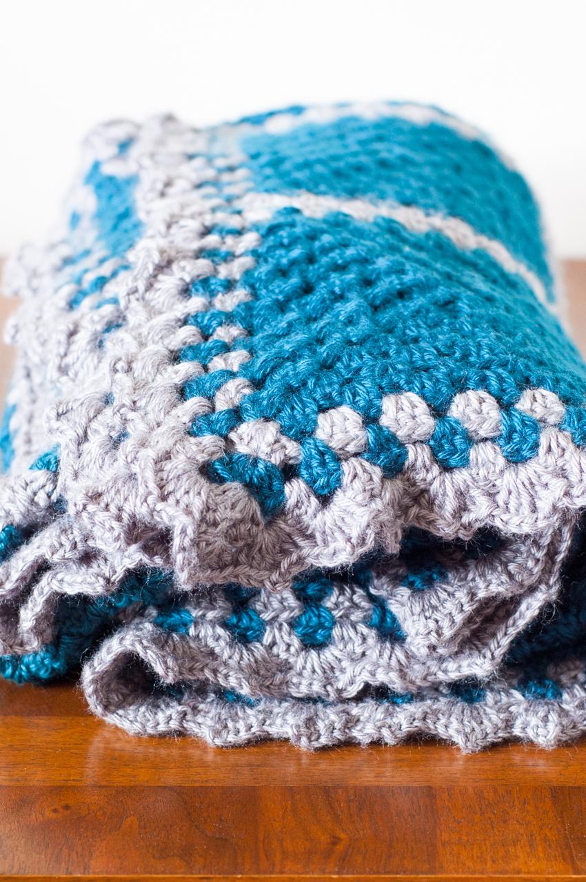 Crochet Granny Square Contrast Blanket Tutorial | YouShouldCraft.com