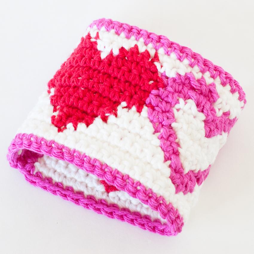 Tapestry Heart Cup Cozy   YouShouldCraft.com #crochet