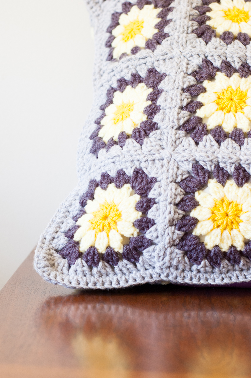 Daisy Granny Square Pillow - Free Crochet Pattern | You Should Craft