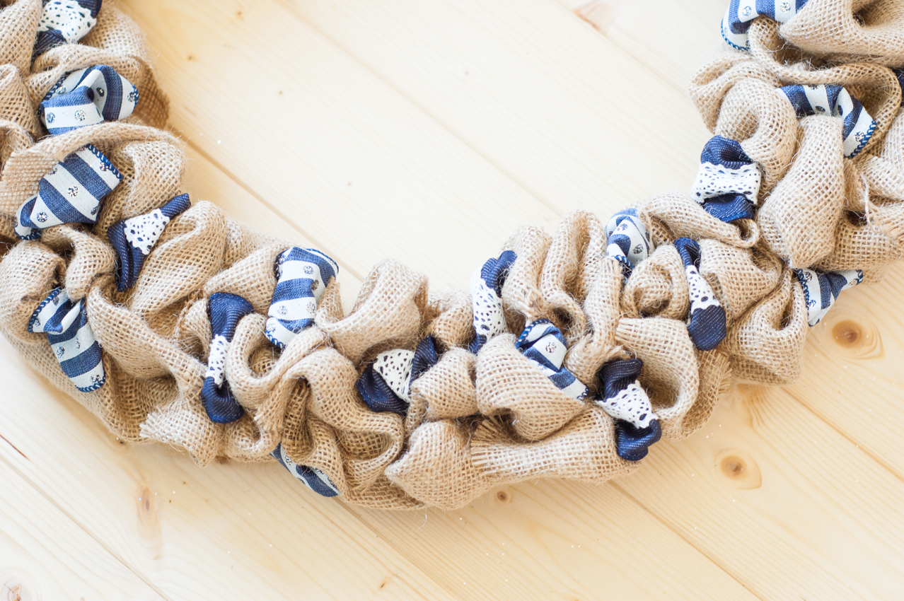 How To Decorate A Christmas Wreath With Ribbon