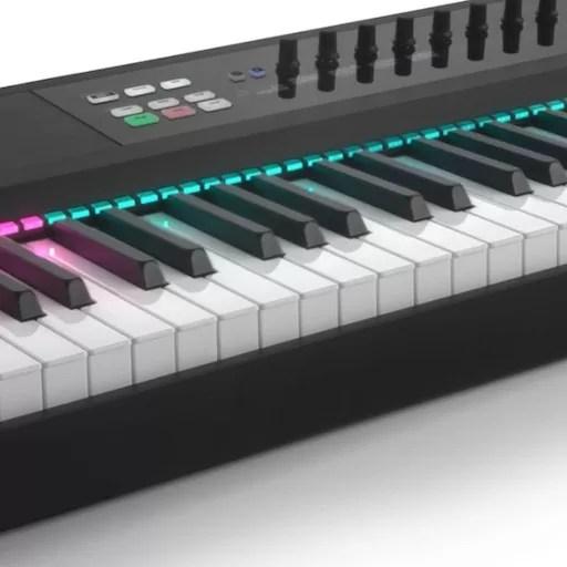 Native Instruments complète sa gamme de claviers avec le Komplete Kontrol 88 touches touché lourd!