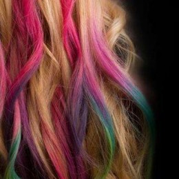 hair chalking youth are awesome