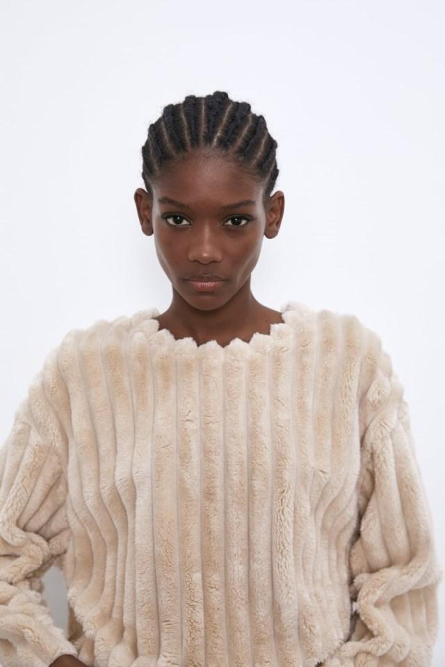 Zara: Η προσφορά με τα 2 αυτά φούτερ κοντεύει να εξαντληθεί! Τα έριξαν 40% κάτω και τα έχουν πάρει όλες...