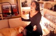 Hayvanlara 'Ninni' Söyleyen Kadın