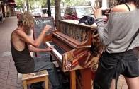 Evsiz Adamdan Piyano Resitali!