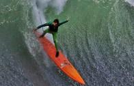 Yeni Yıla Dalgalarla Giren Sörfçüler