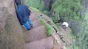 Bu Merdivenlere Bakmak Bile Korkutucu