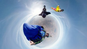 Binlerce Feet Yükseklikte Arkadaşının Sırtında Wingsuit Atlayışı