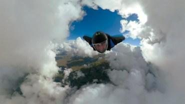 Bulut Mağarasına Dalan Çılgın Wingsuitçiler