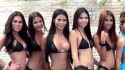 Taylandlı Ladyboylar Eğlenceli Havuz Turnuvasında