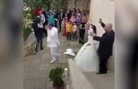 Dişisini Etkilemek İçin Çiftleşme Dansı Yapan Damat