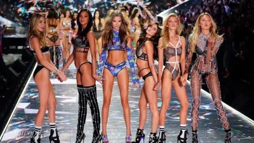 Victoria's Secret şovunun açılışını yapan süper modeller