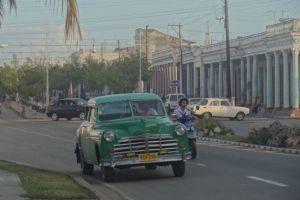Cuba: Anicenne voiture cubaine à Cienfegos, ville à l'archiecture française, inscrite au Patrimoine de l'Unesco.