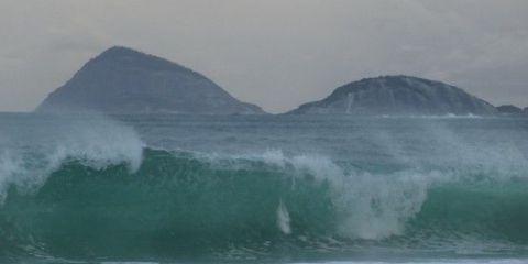 bresil-rio-janeiro-copacabana-plage-surf