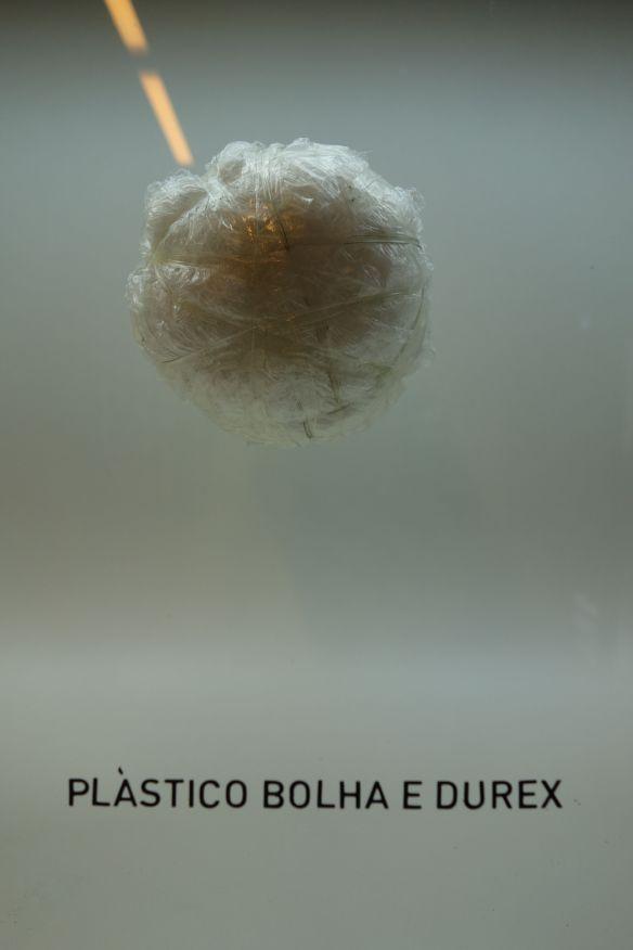 COUPE DU MONDE DE FOOTBALL: Musee du football a Sao Paulo. Si on a pas de ballon, comment jouer au football? Ahhh au boulot a Harvest Moon avec Mister Matt Florida, ont joue quelques fois avec ce type de balle.