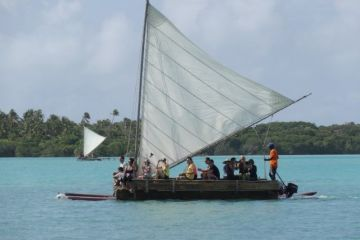 Ile-pins-nouvelle-caledonie-pirogue