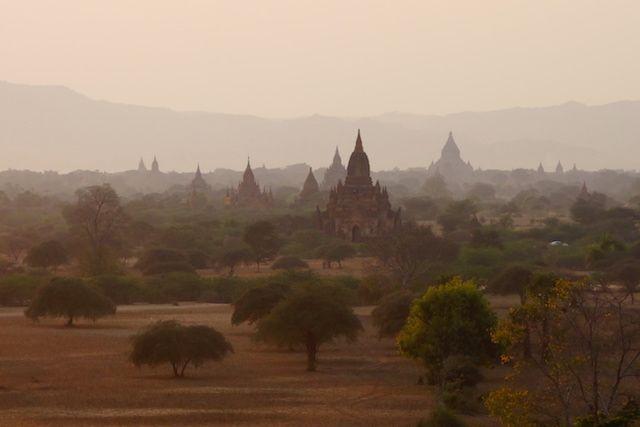 bagan birmanie myanmar photo couche du soleil voyage tour du monde http://yoytourdumonde.fr
