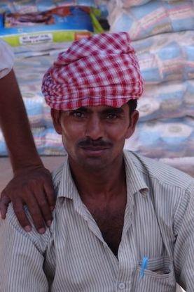Portrait indien bazar Fatehpur Sikri blog voyage tour du monde http://yoytourdumonde.fr