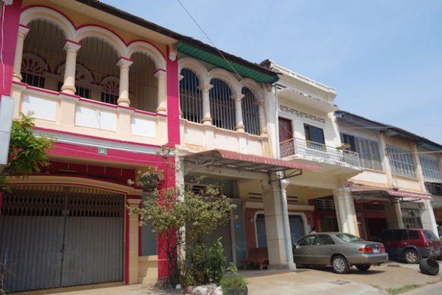 Batiments coloniaux a Kampot au Cambodge photo blog http://yoytourdumonde.fr