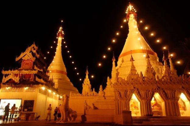 temple-bouddhiste-nuit-travel-voyage-thailande