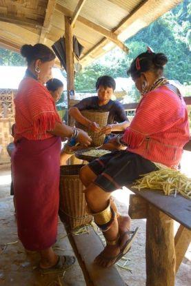 thailande-travel-voyage-karen-padaung-femmes-girafes-pictures