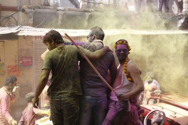 la fete de Holi ou des couleurs est toujours une grande reussite du coté de Pushkar les touristes et les locaux se melangent photo blog voyage tour du monde http://yoytourdumonde.fr