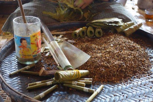 fabrication de cigarette du cote du lac inle en birmanie photo blog voyage tour du monde http://yoytourdumonde.fr
