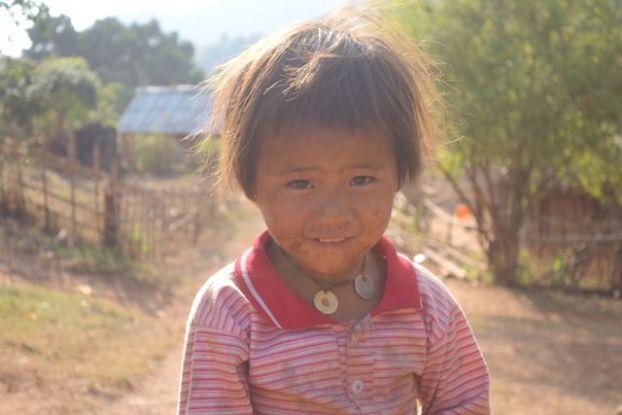portrait d'une jeune birmane dans l'etat shan pres de la localité de hsipaw photo blog voyage tour du monde http://yoytourdumonde.fr