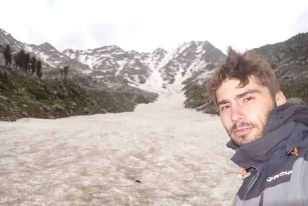 Trek sur glacier à Triund Hill en Inde pres de Dharamsala photo blog voyage tour du monde himalaya http://yoytourdumonde.fr