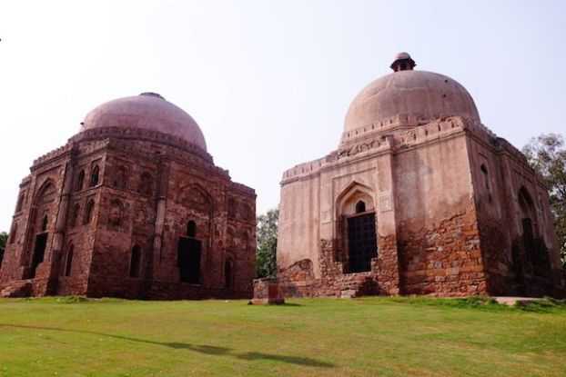 Il y a de très nombreux batiments ou ruines à visiter à New Delhi. Photo blog voyage tour du monde http://yoytourdumonde.fr
