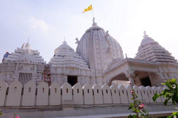 Temple hindouiste dans la capitalde de l'Inde New Delhi photo voyage tour du monde http://yoytourdumonde.fr