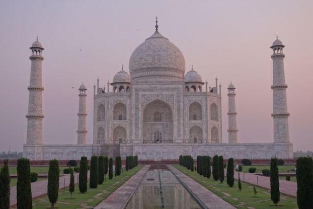 La beauté du Taj Mahal le matin photo blog tour du monde agra inde http://yoytourdumonde.fr