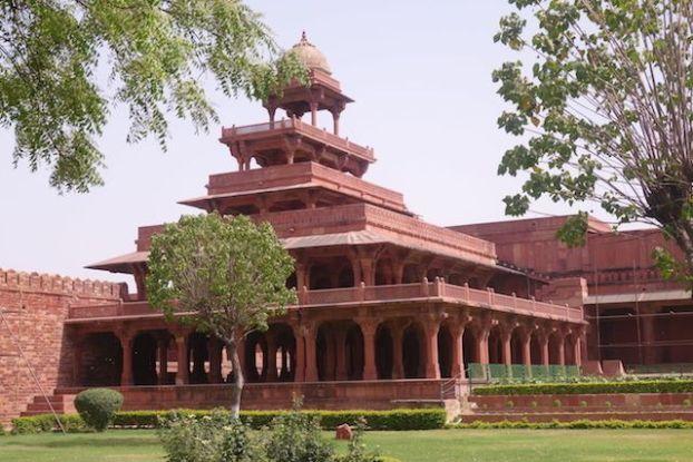 jardin et construction Fatehpur Sikri palais akbar photo blog voyage tour du monde. http://yoytourdumonde.fr