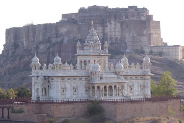 Jaswant Thada se trouve à quelques pas de la magnifique citadelle de Jodhpur en Inde dans le rajasthan photo blog voyage tour du monde http://yoytourdumonde.fr