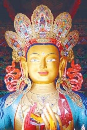 L'une des plus belles statues de Bouddja se trouve au Thiksey Monastery photo blog voyage tour du monde http://yoytourdumonde.fr